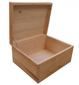 varnished-box-2-open